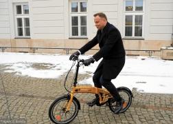 z22911918V,17-01-2018--prezydent-Andrzej-Duda-na-rowerze-elek