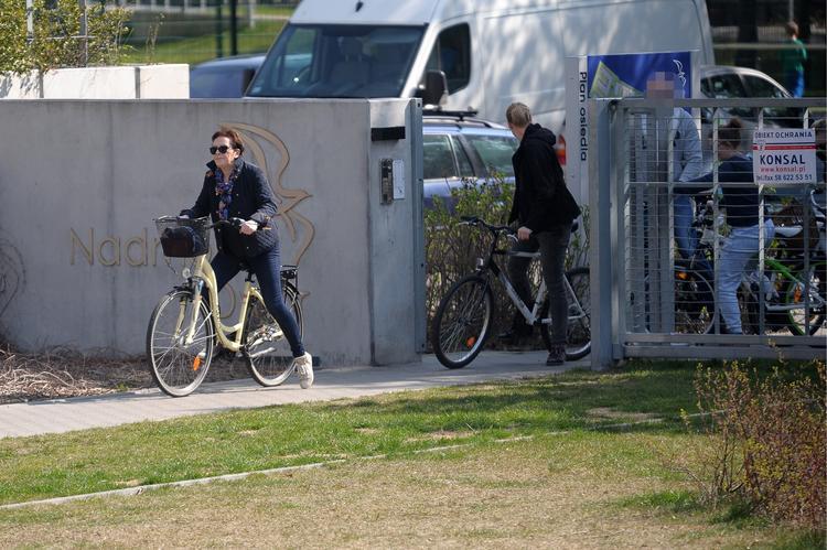 premier-na-przejazdzce-rowerowej_23729185